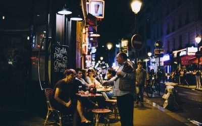 Table bistrot : l'indispensable pour bar restaurant